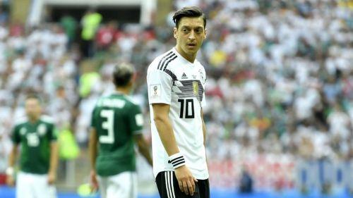 Özil renuncia a la selección alemana tras polémica foto con presidente turco