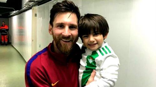 Emotivo encuentro entre Máximo, hijo de Andrés Guardado, y Lionel Messi