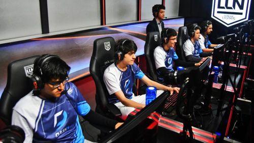 Los jugadores de Dash9, previo a comenzar una partida en la LLN