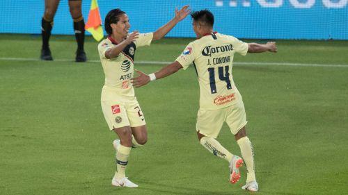 Lainez celebra su primer gol con Corona