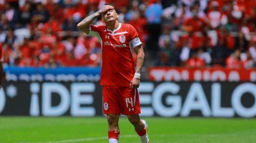 Sambueza se lamenta tras haber fallado una opción de gol