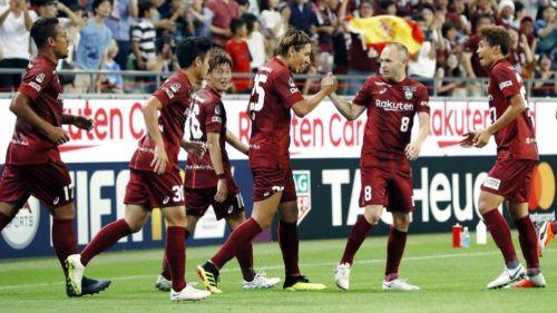Fútbol: Andrés Iniesta ya hace magia entre nipones