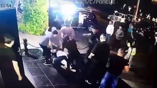 Momento de la golpiza a Kenzháyev