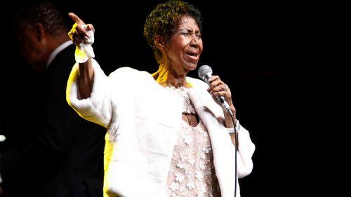 Aretha Franklin canta durante una presentación