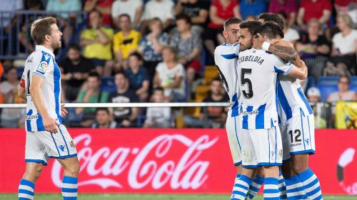 Jugadores de la Real Sociedad festejan el gol del triunfo ante el Villarreal