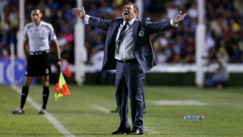 Miguel Herrera reclama al silbante Jorge Isaac Rojas