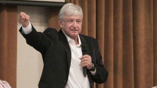 Andrés Manuel  durante reunión con delegados estatales