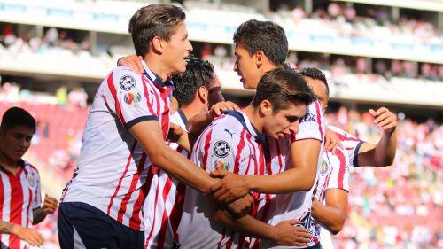 Chivas vence a Necaxa y finalmente festeja en casa