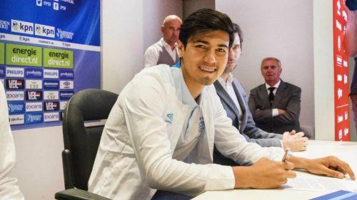 Erick Gutiérrez, en la conferencia en la que fue presentado con el PSV
