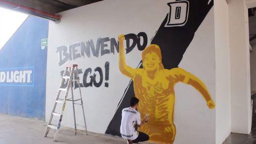 Mural de Diego Armando Maradona en el Estadio Banorte