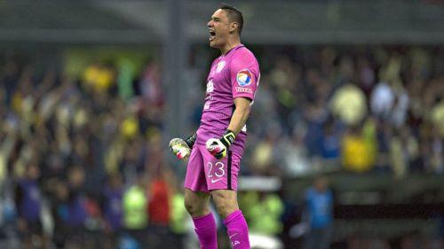 Moisés Muñoz festejando un gol del América