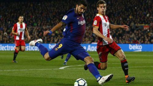 Suárez, con la marca de un elemento del Girona en La Liga
