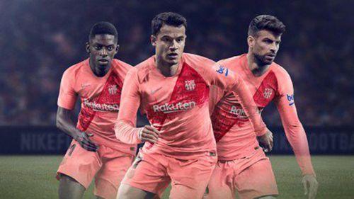 Dembélé, Coutinho y Piqué presentan la indumentaria