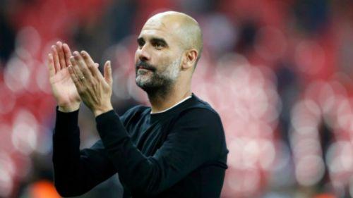 Guardiola aplaude a la afición que fue ver al Manchester City
