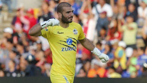 Lucero Álvarez se lamenta durante partido de Lobos