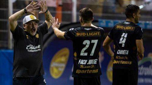 Maradona, eufórico durante el partido frente a Tapachula