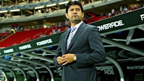 José Saturnino Cardozo, durante un partido con Chivas