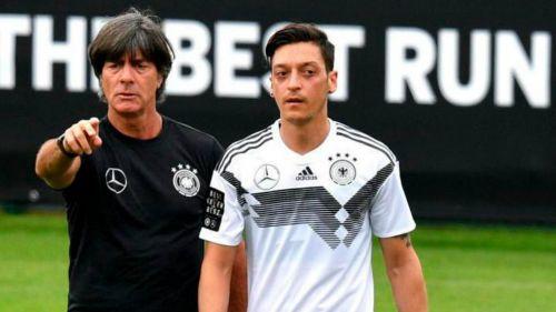 Impiden a Joachim Löw ver a Mesut Özil