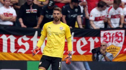 Ron-Robert Zieler durante un partido de Stuttgart