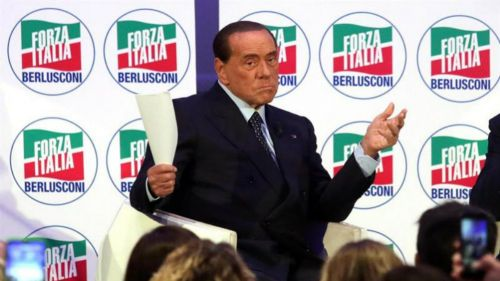 Berlusconi prohíbe a sus jugadores tatuajes, barba y aretes