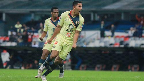 Cecilio Dominguez celebra un gol con América