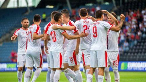 La Selección de Serbia celebra una anotación frente a Bolivia