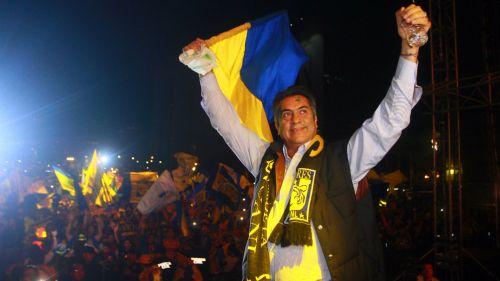 Jaime Rodríguez festeja en la macroplaza el campeonato de Tigres