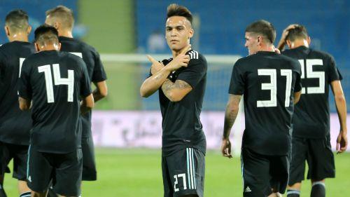 El argentino Lautaro Martínez celebra gol contra la Selección de Irak