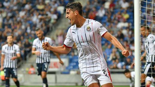Van Rankin celebra un gol con Chivas