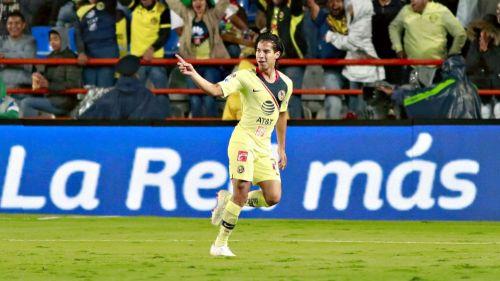 Diego Lainez festeja gol