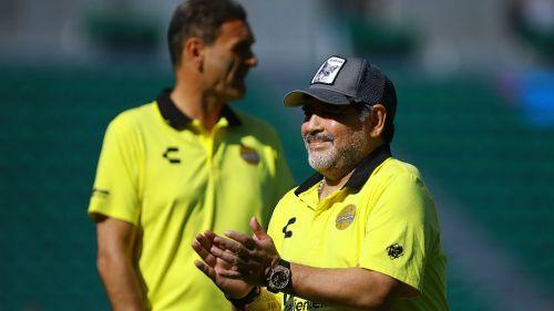 Diego Maradona motiva a Dorados sorteando premios