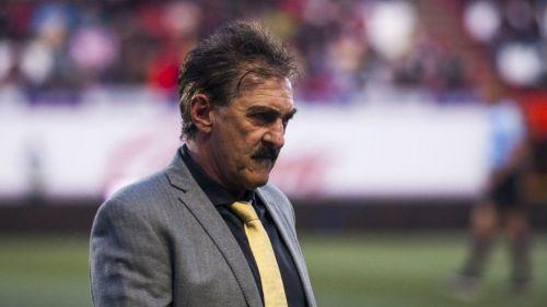 Destituyen a La Volpe como entrenador del Pyramids FC