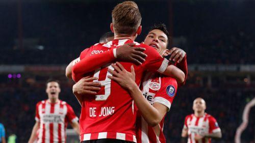 Hirving Lozano asiste en el gol del triunfo del PSV