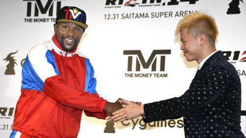 Mayweather y Nasukawa se saludan en conferencia de prensa