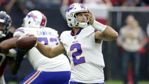 Nathan Peterman lanza el ovoide en duelo de los Bills