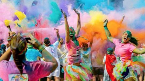 Gente disfruta de The Color Run en México