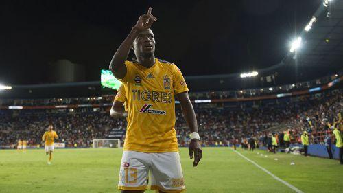 Enner Valencia festeja en juego de Tigres