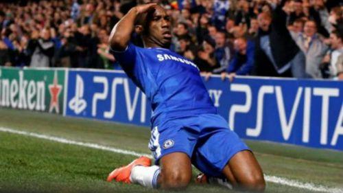 Drogba celebra gol con Chelsea