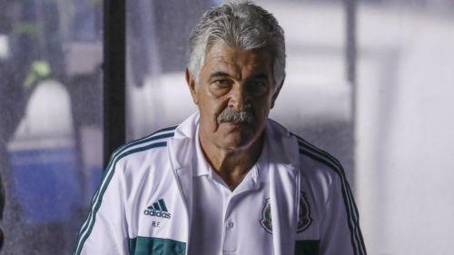 Tuca Ferretti durante un partido de la Selección Mexicana