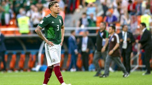 Carlos Salcedo durante un partido con la Selección Mexicana a7c898c54fcc6