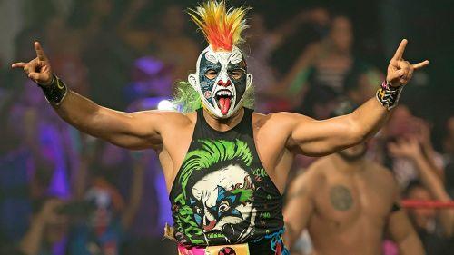 Psycho Clown antes de comenzar una lucha