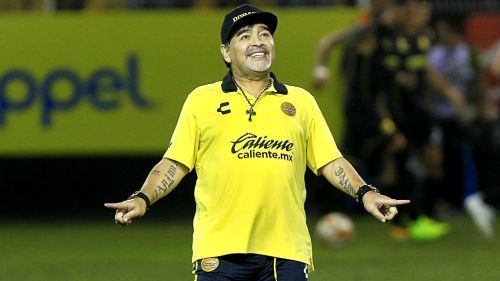 Maradona festeja gol de Edson Rivera ante San Luis