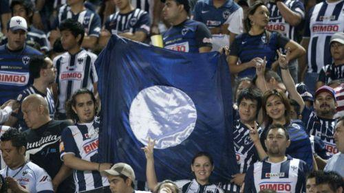 Aficionados de Rayados durante un partido