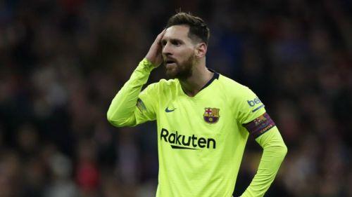 Messi se lamenta en un juego del Barcelona