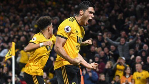 Raúl Jiménez celebra su gol ante el Chelsea