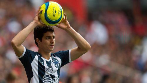 Stefan Medina en un partido de Monterrey
