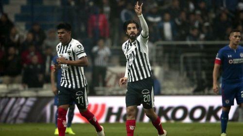 Pizarro festeja gol contra Cruz Azul