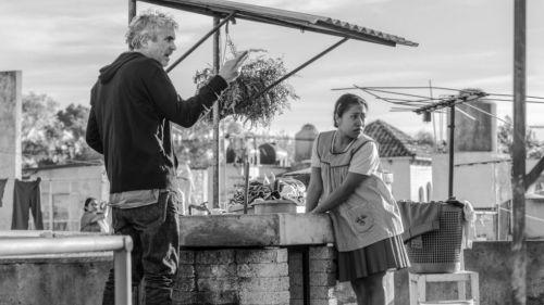 Cuarón da instrucciones durante su filme Roma