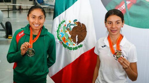 Lupita González y Alegna Aryday presumen sus medallas