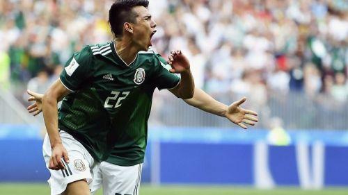 Hirving Lozano festeja su gol con el Tri